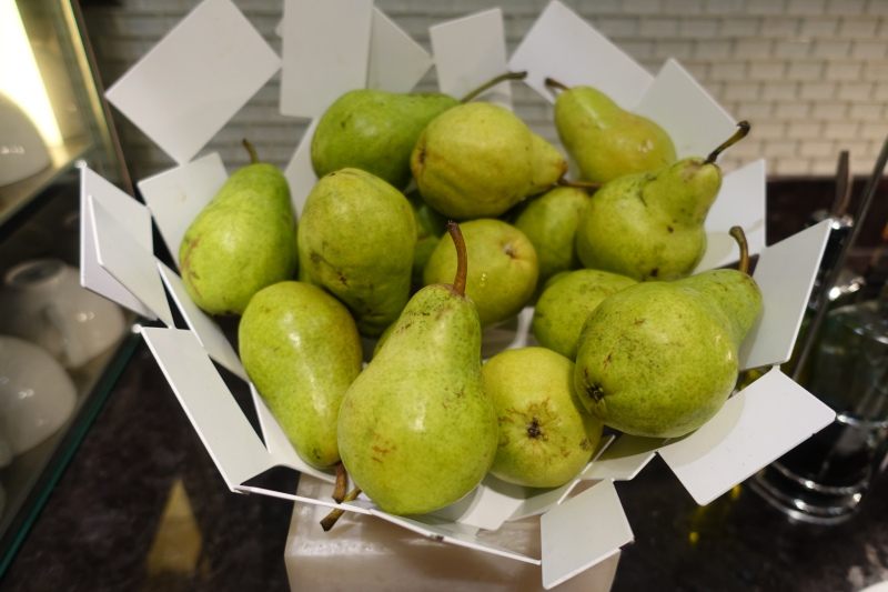 Fresh Pears, AMEX Centurion Lounge SFO Review