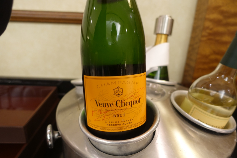Veuve Clicquot Champagne, Emirates Lounge JFK Review