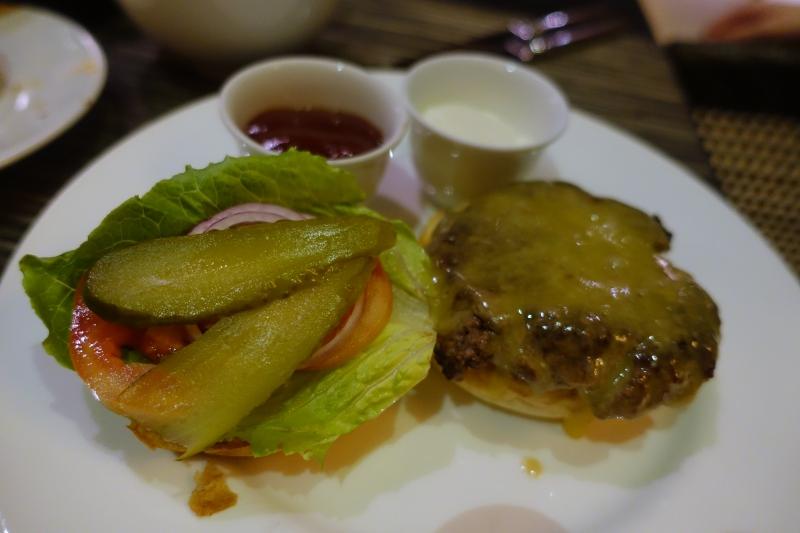 Kids' Menu Burger, Park Hyatt Maldives