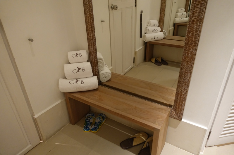 Bathroom Foyer, Cheval Blanc Randheli Lounge Review