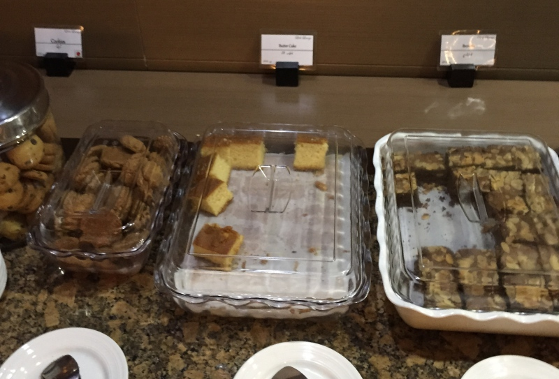Cookies and Desserts, Male Business Class Lounge Review