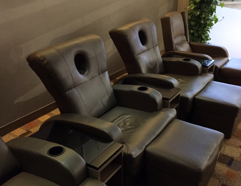 Lounge Chairs, Male Business Class Lounge Review