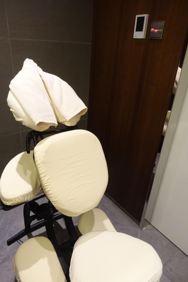 Massage Treatment Room, Six Senses Spa, Etihad First Class Lounge AUH Review
