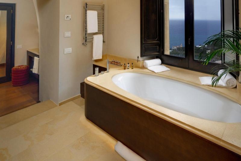 Rosa Suite Bathroom, Monastero Santa Rosa