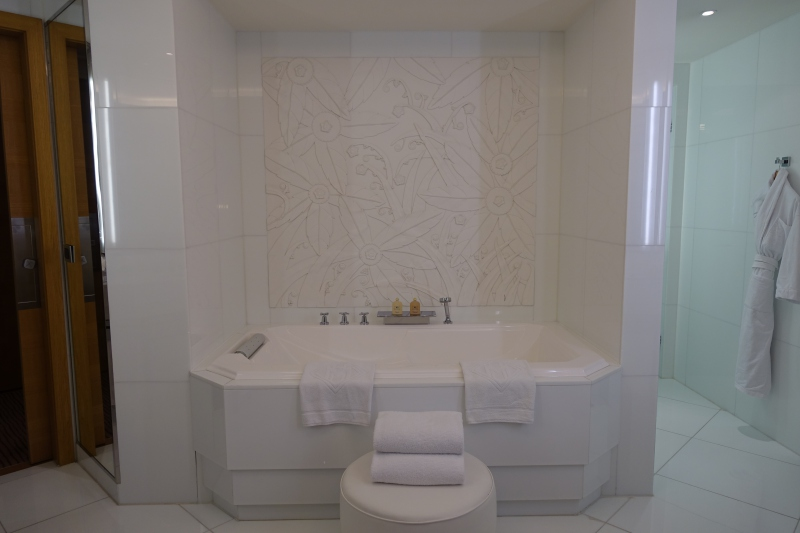 Prestige Suite Bathtub, Grand Hyatt Cannes Martinez Review