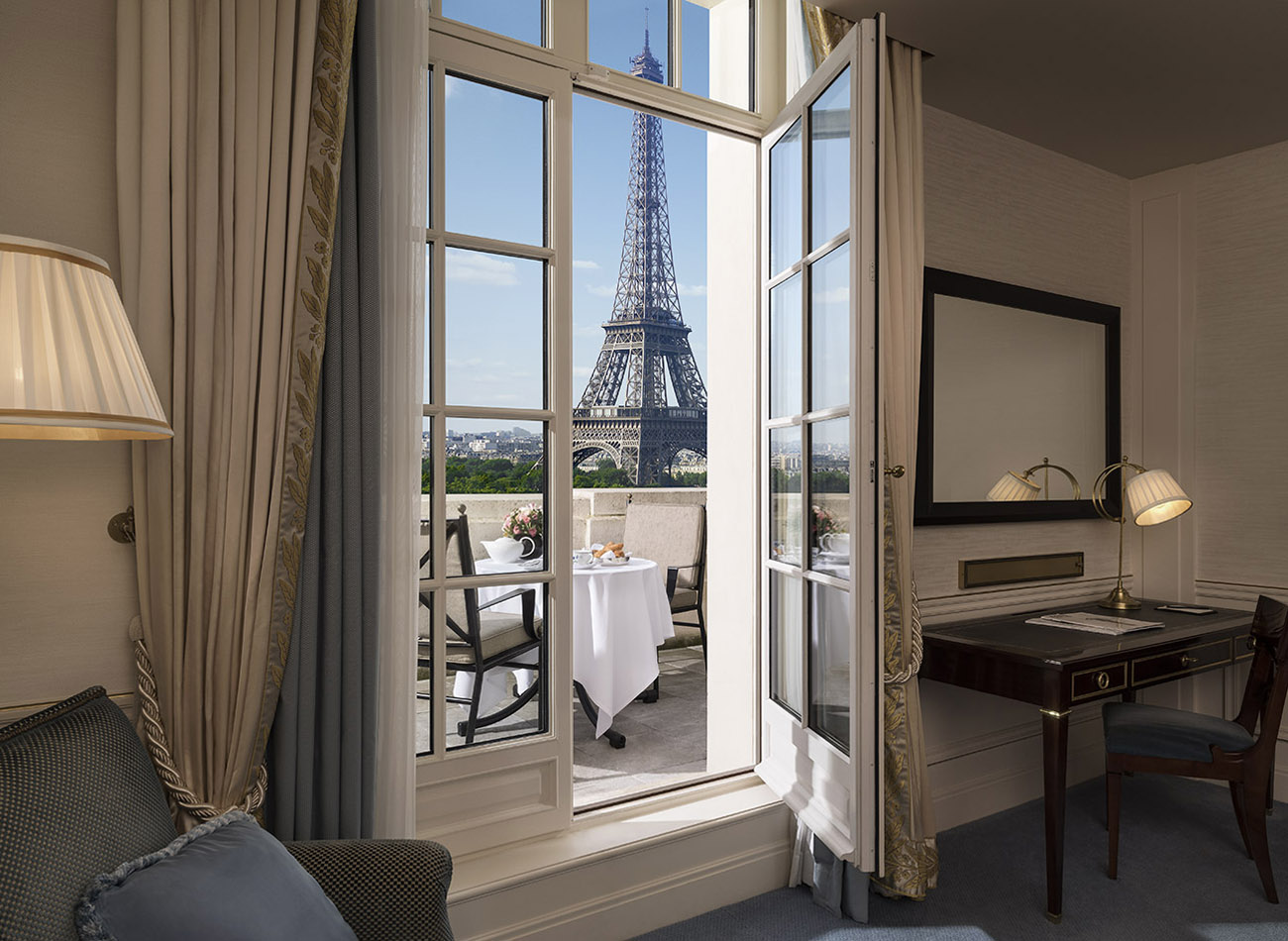 Shangri-La Paris: Terrace Eiffel Tower View Room