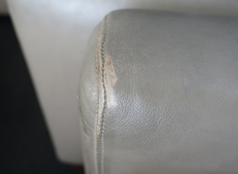 Worn Out Furniture, BA First Class Lounge JFK Review