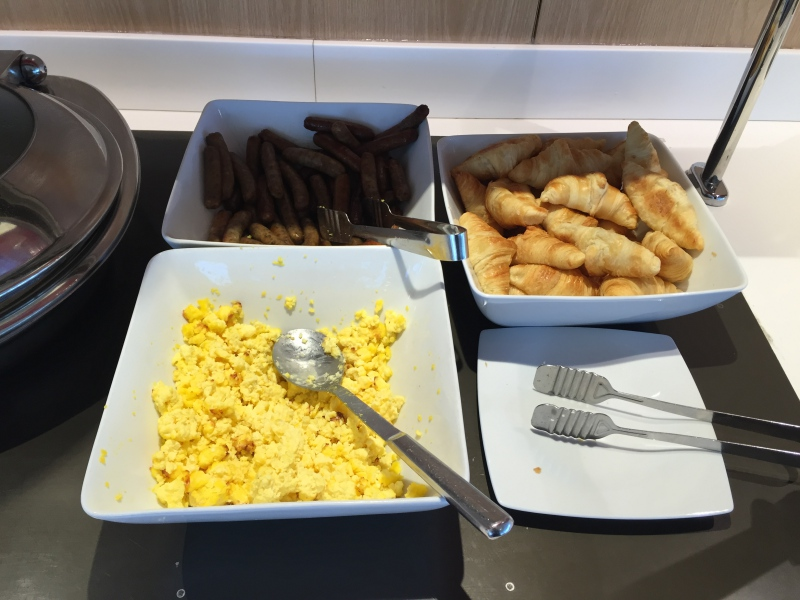 Scrambled Eggs and Sausages, Air France Lounge New York JFK Review