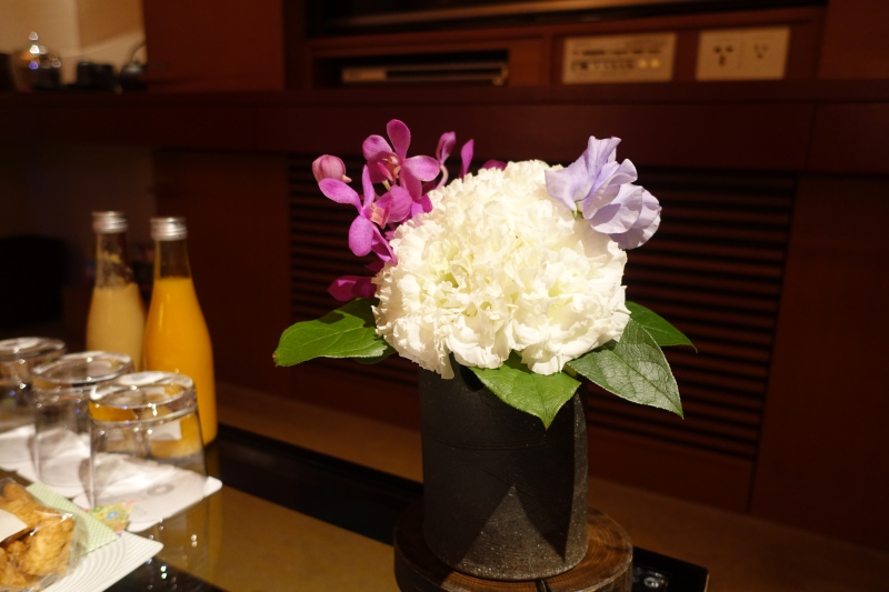 Fresh Flowers, The Peninsula Tokyo Premier Room Review