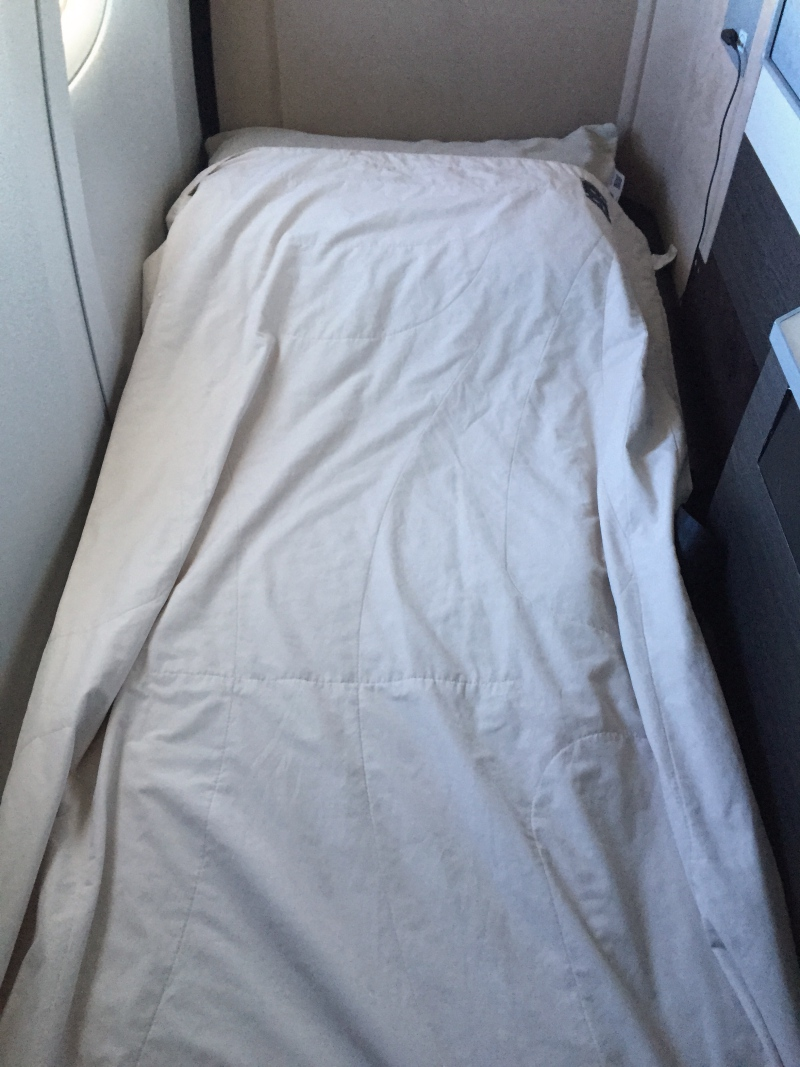 Japan Airlines 777-300ER Business Class Sky Suite Bed Review