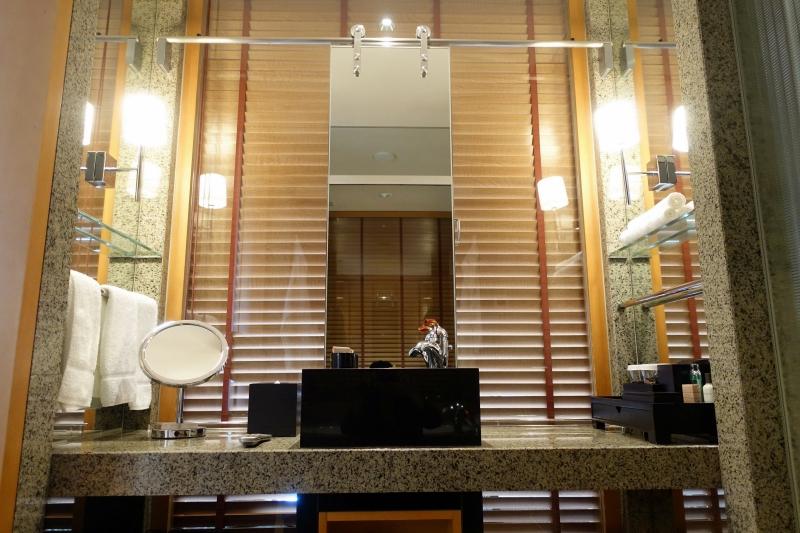 Bathroom Vanity, Mandarin Oriental Tokyo Review