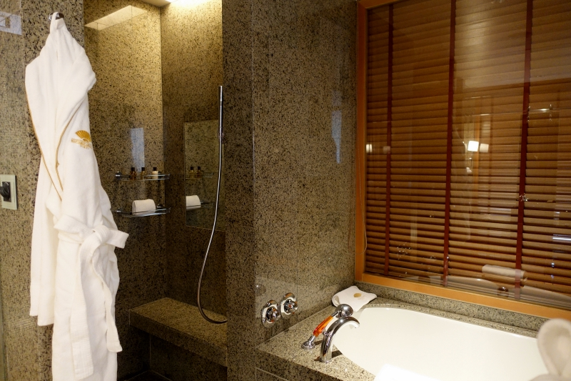 Bath and Shower, Mandarin Oriental Tokyo Review