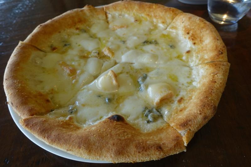Pizza Quattro Formaggio, Trattoria Sette Review