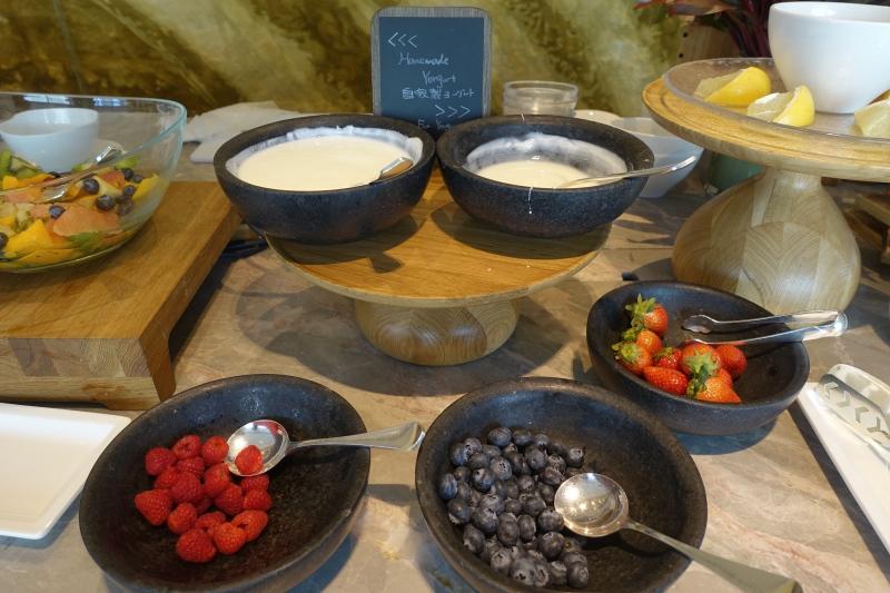 Berries and Yogurt, Four Seasons Tokyo Breakfast