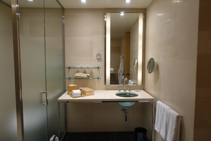 Four Seasons Tokyo Bathroom Vanity