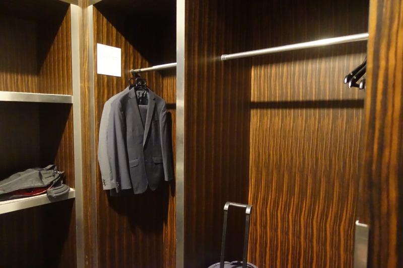 JAL First Class Lounge Tokyo Narita Luggage Storage