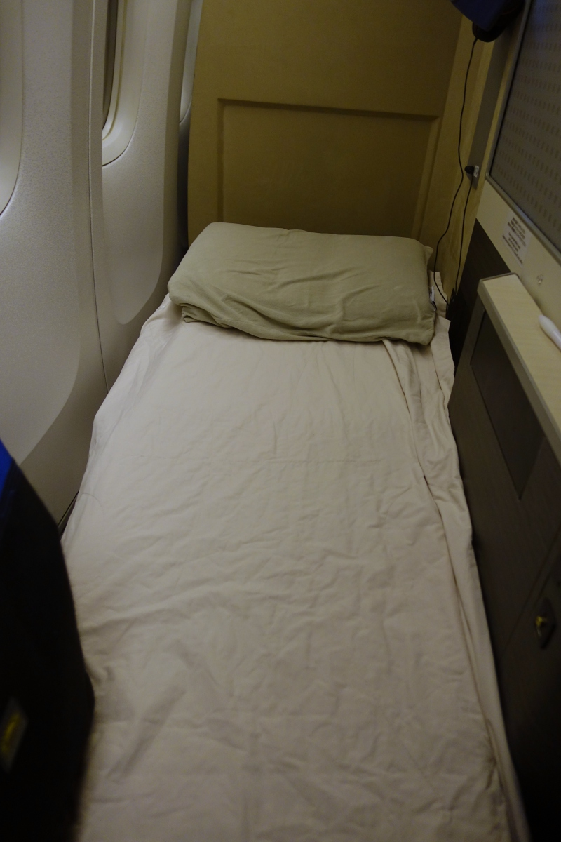 JAL Sky Suite Business Class Bed Review