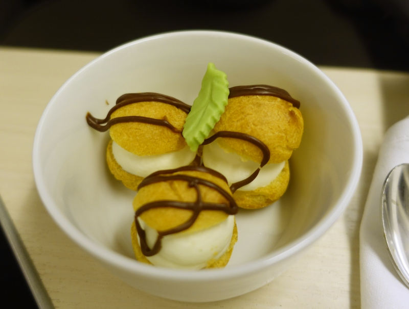 Mint Profiteroles, JAL Sky Suite Business Class Review