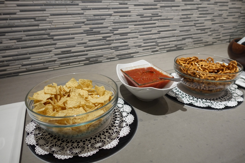 Chips and Salsa, Korean Air Lounge LAX Review