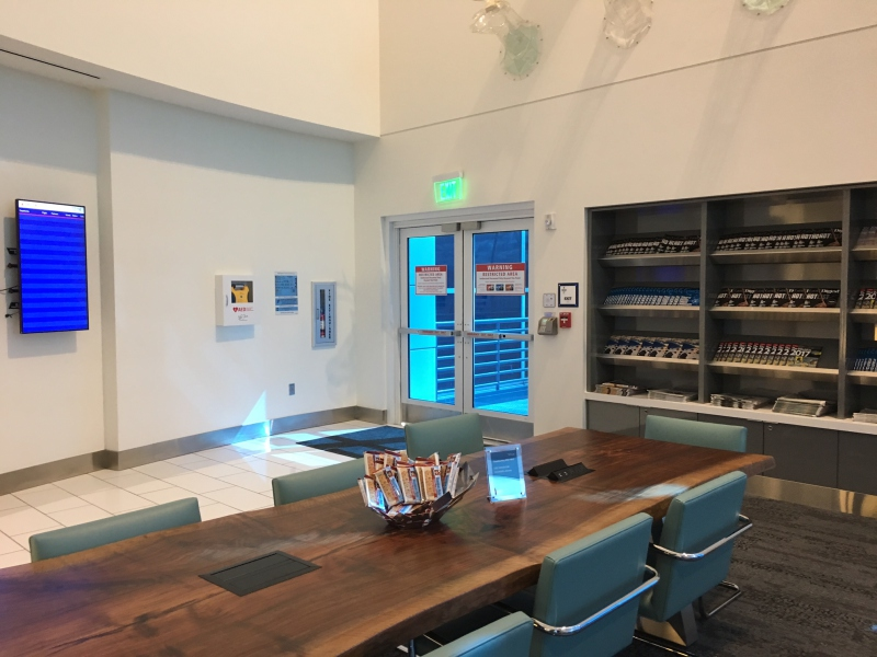 Delta Sky Club Seattle: Communal Table with Power Outlets
