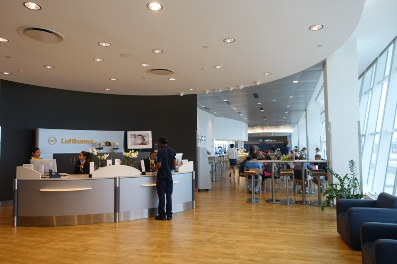 JFK Lufthansa Business Class Lounge Review