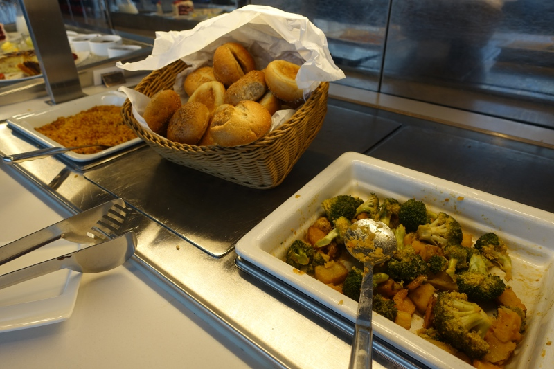 Hot Buffet, Lufthansa Business Class Lounge JFK Review