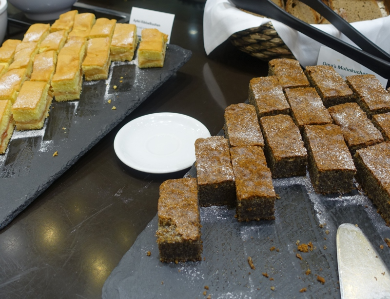 Cakes, Jet Lounge, Vienna Airport Review