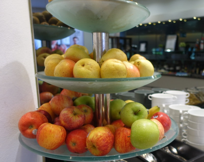 Whole Fresh Fruit, Jet Lounge Vienna Airport Review