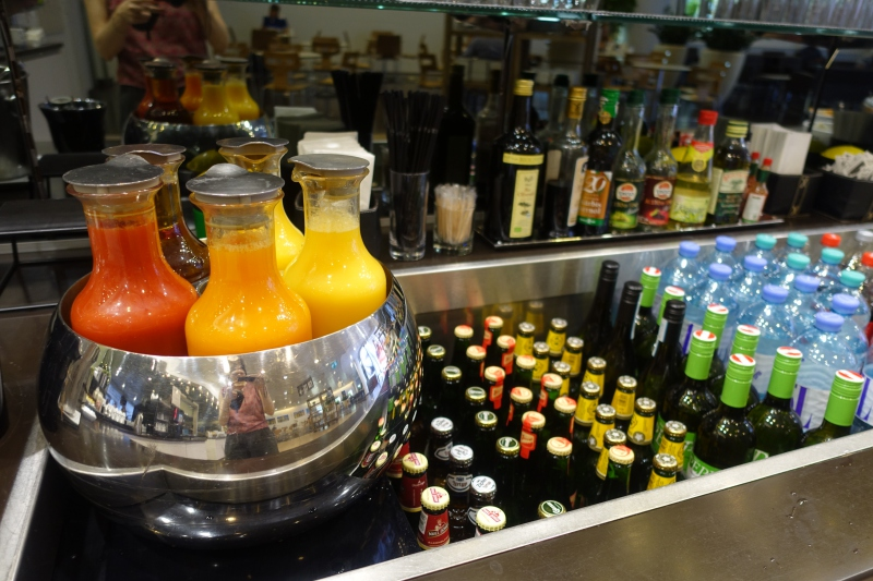 Juices and Drinks, Jet Lounge Vienna Airport Review