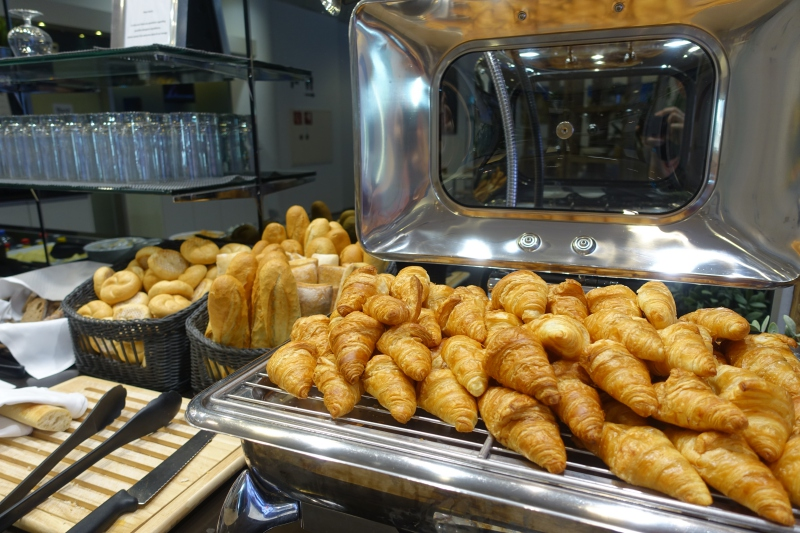 Croissants and Breads, Jet Lounge Vienna Airport Review