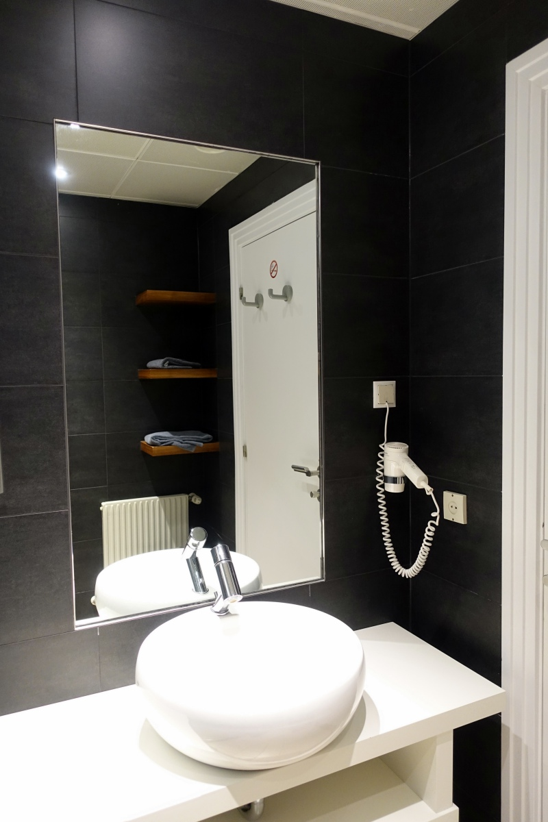 Austrian Airlines Business Class Lounge Shower Room, Vienna Airport