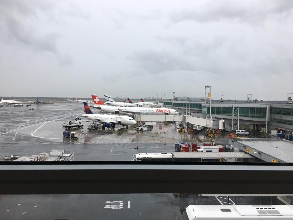 SWISS Lounge JFK: Views of Tarmac