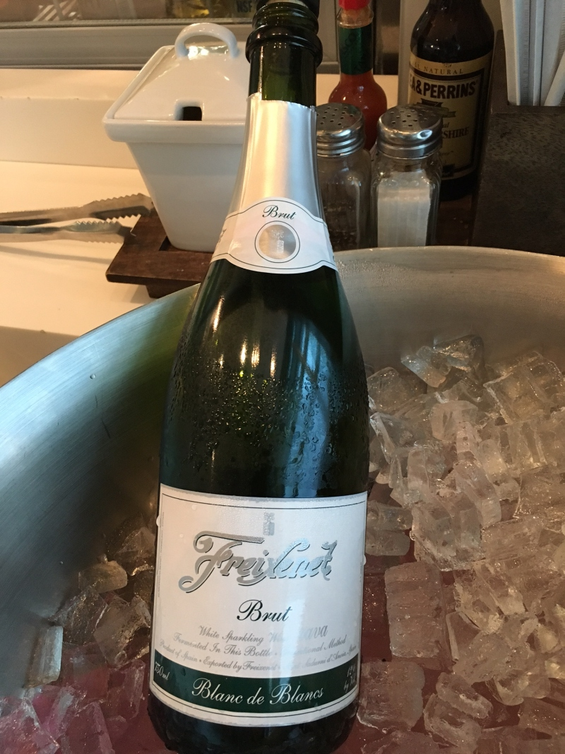 Sparkling Wine, SWISS Lounge Review, JFK
