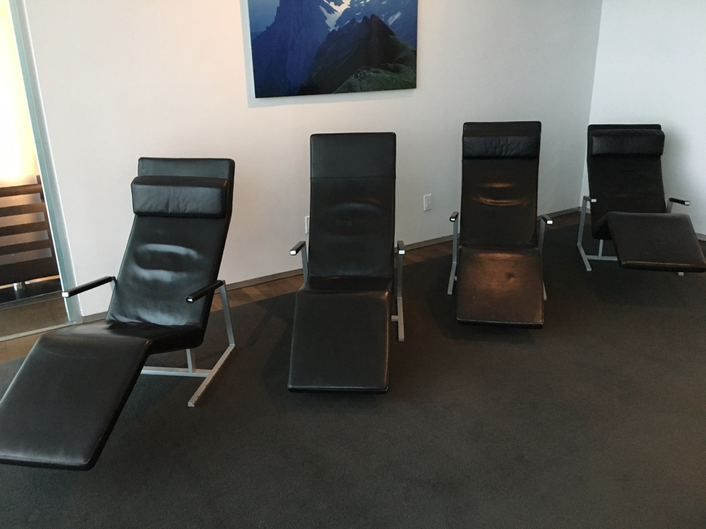 SWISS Lounge JFK Relaxation Room Loungers