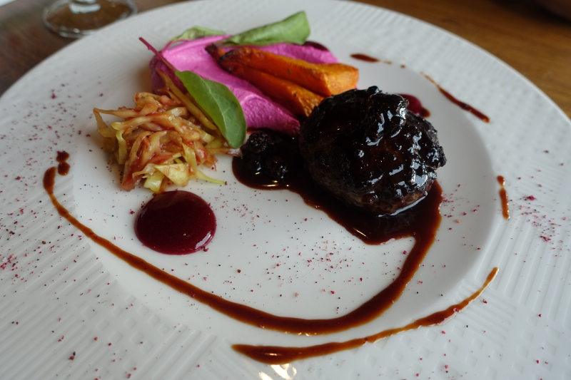 Venison with Beet Farmer's Cheese, Taste to Eat (Vkus Est) Review