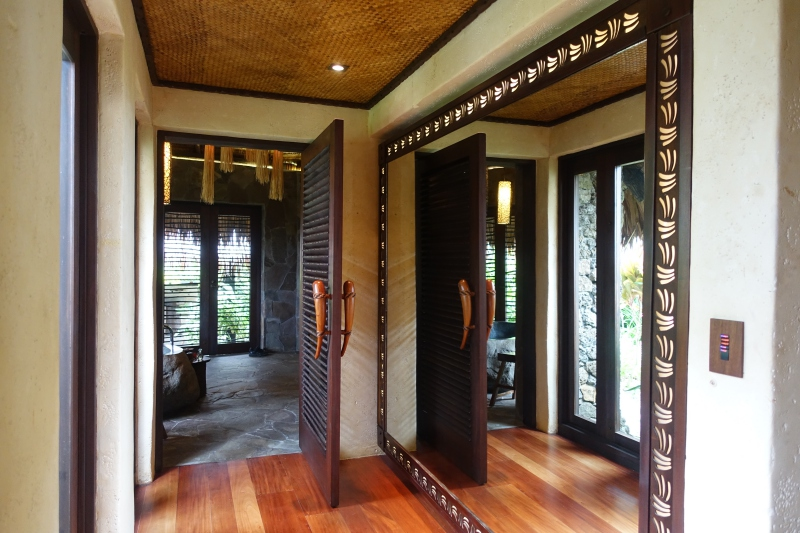 Laucala Plantation Villa: Mirrored Hall to Bathroom