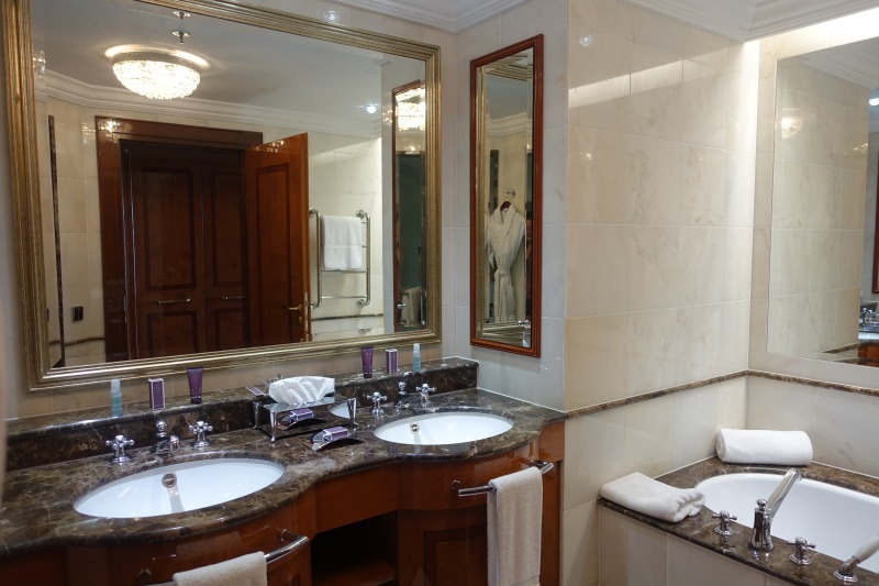 Ritz-Carlton Moscow Review: Bathroom