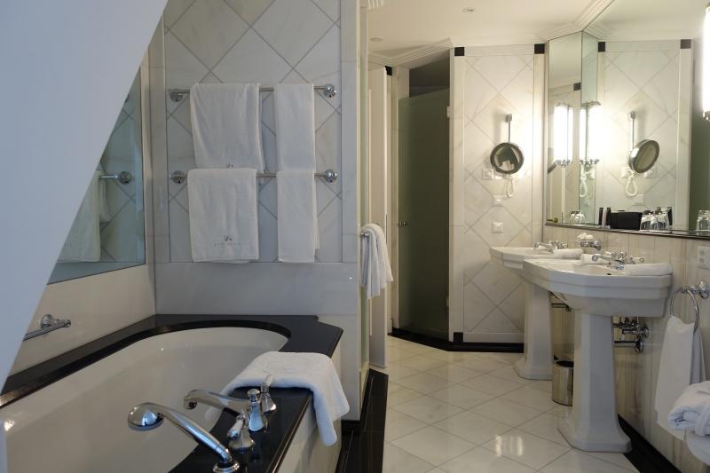 Junior Suite Bathroom, Baur au Lac Review