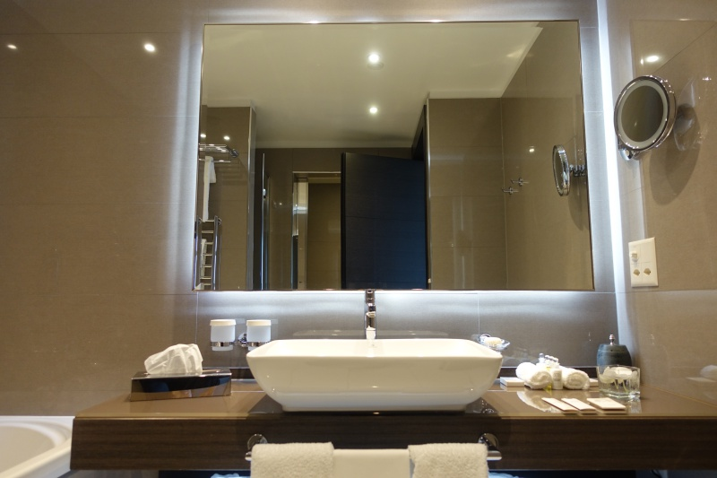 Lausanne Palace & Spa Review: Executive Room Bathroom