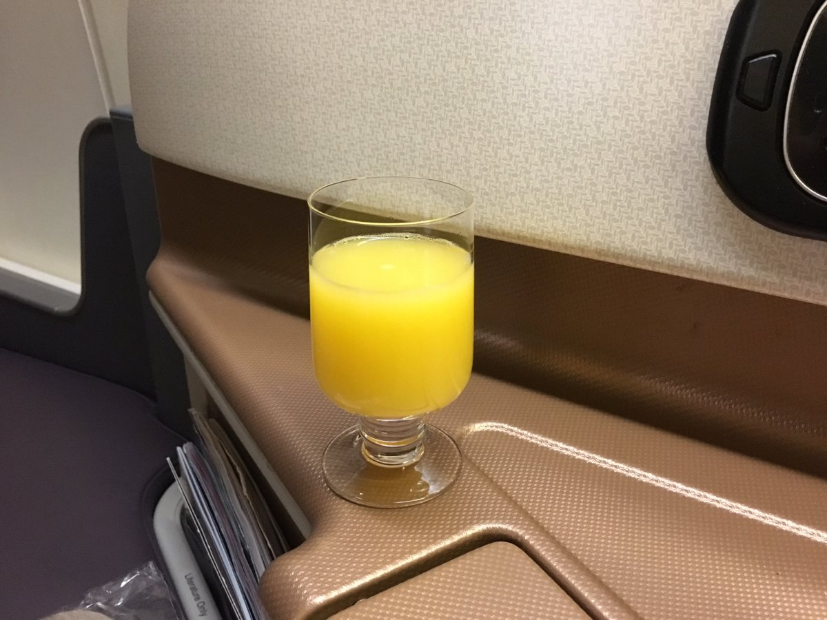Pre-Flight Drink, Singapore Business Class Review 777-300ER