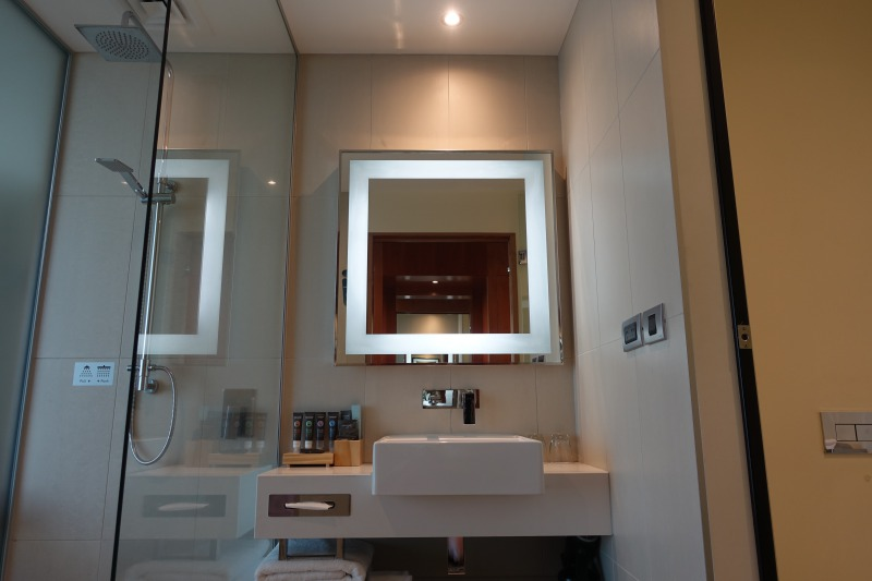 Novotel Auckland Airport Review-Bathroom