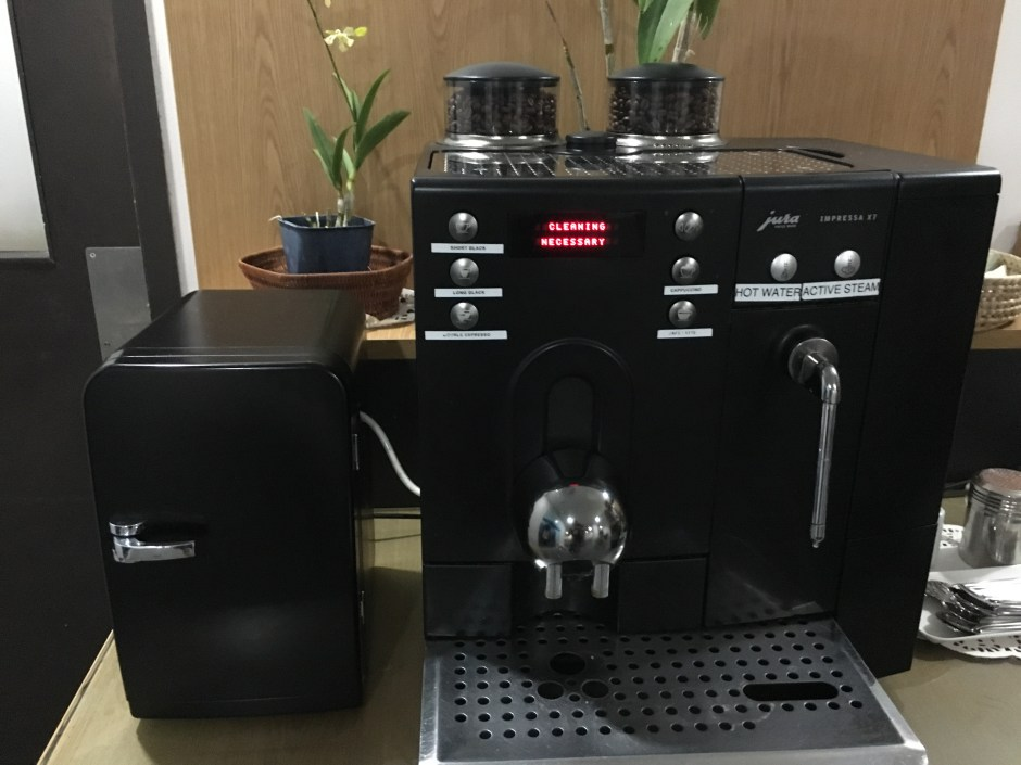 Coffee Machine Needs Cleaning, Fiji Airways Lounge, Nadi Review