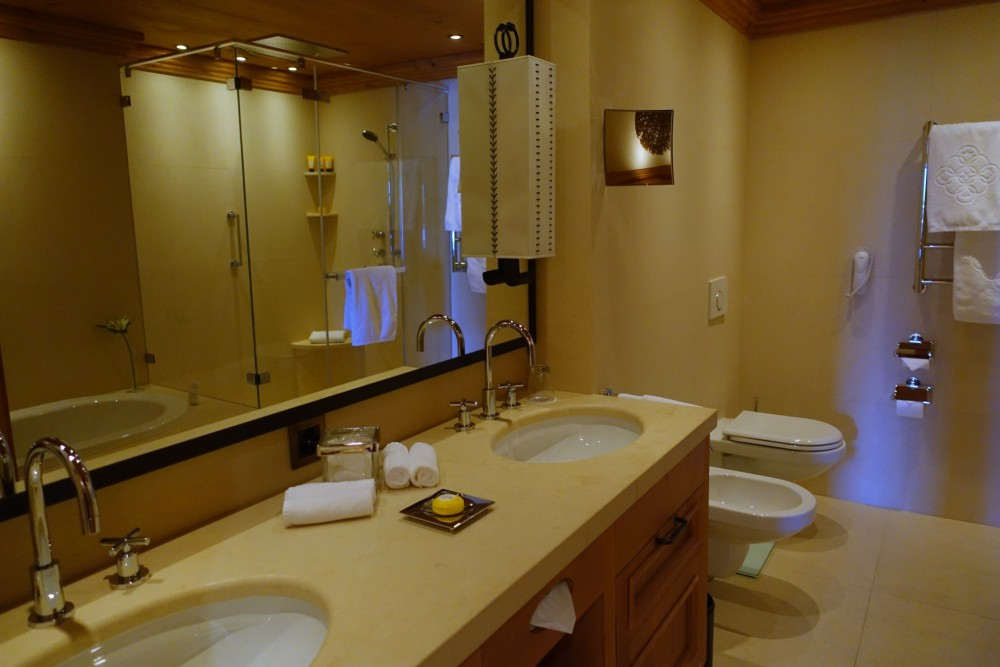 Grand Luxe Suite Bathroom