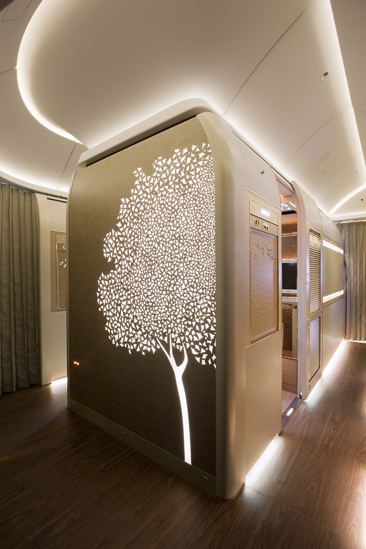 Emirates New First Class Suite: Floor to Ceiling Walls