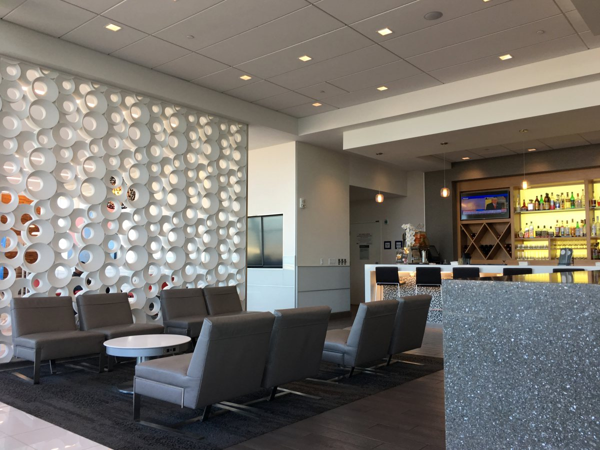 Delta Sky Club San Francisco Review
