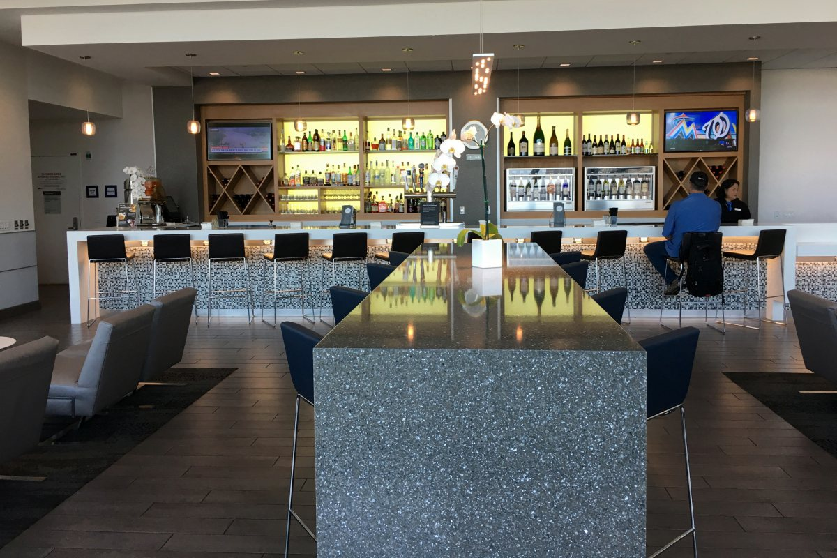 Delta Sky Club SFO Review - Bar