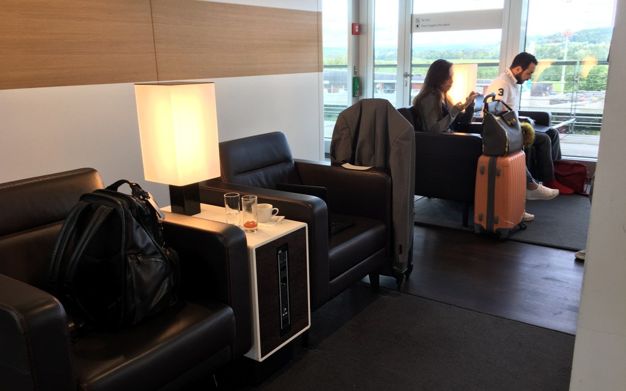 Review: Swiss Business Class Lounge Zurich Seating