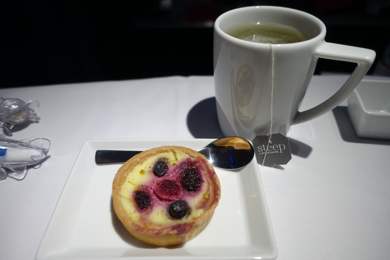 Berry Tart Dessert, Virgin America First Class Review
