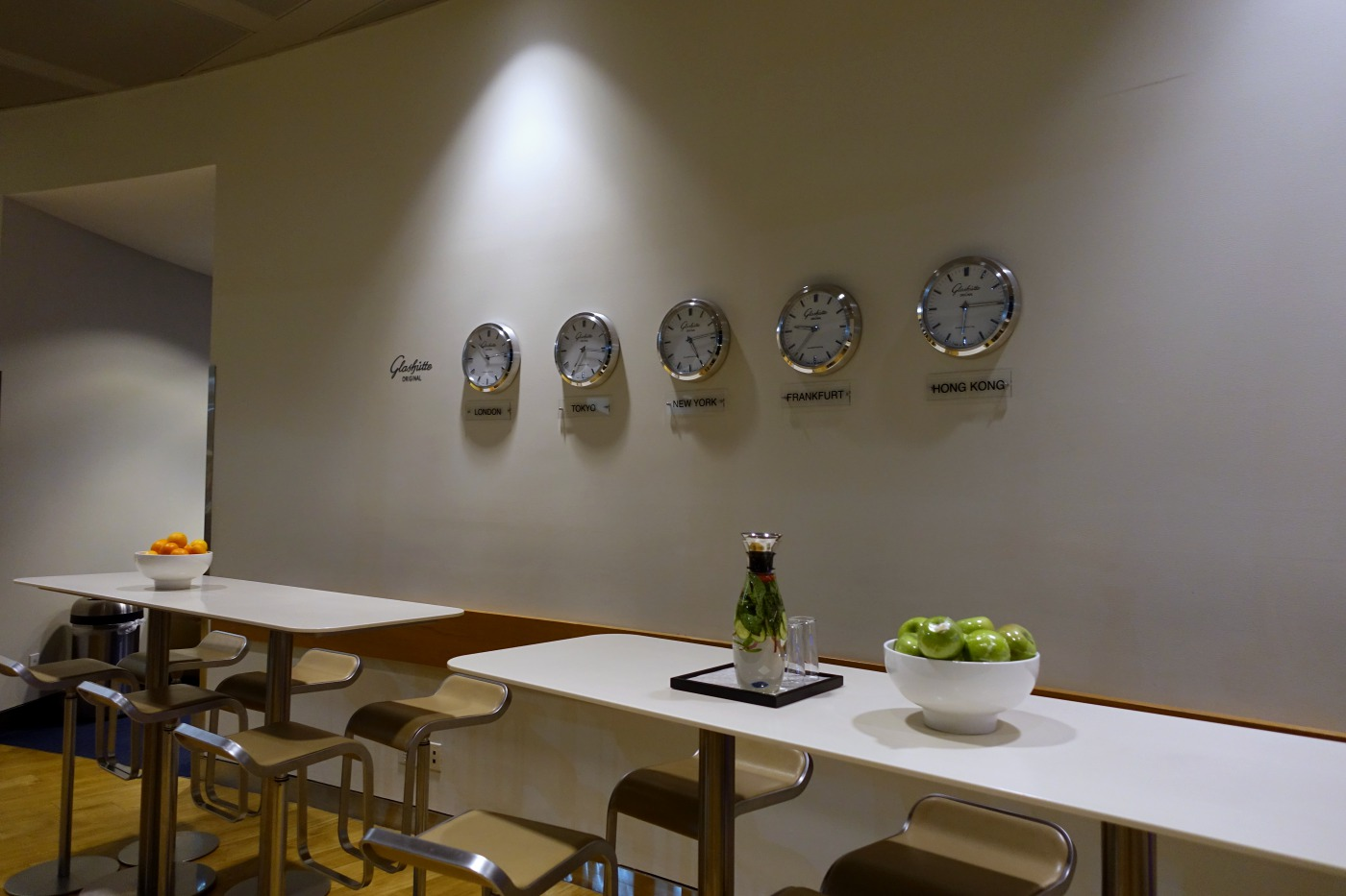 World Time Clocks, JFK Lufthansa Business Lounge Review