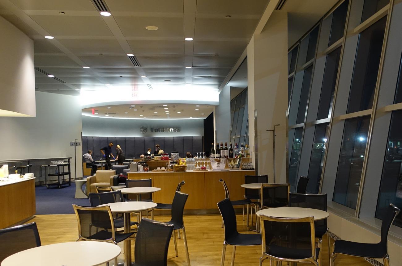 JFK Lufthansa Business Class Lounge Review